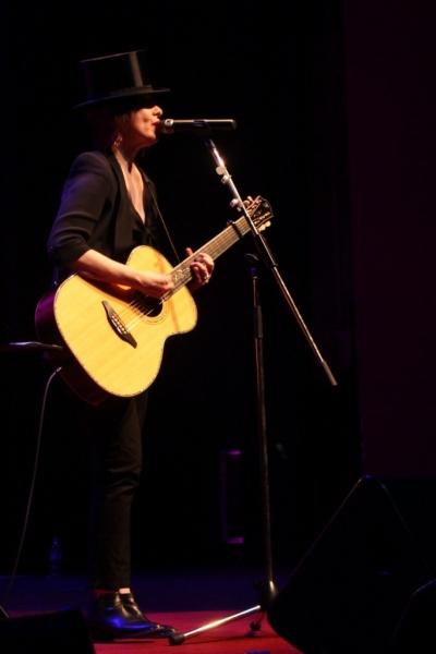 LIVE Suzanne Vega, Perth, 11 April 2014 by Shane Pinnegar  (2)