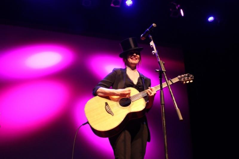 LIVE Suzanne Vega, Perth, 11 April 2014 by Shane Pinnegar  (5)