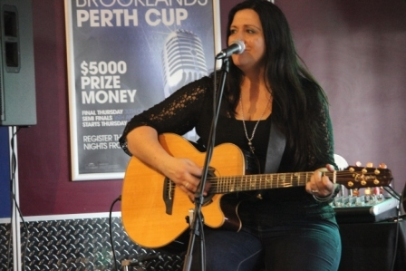 Rose Carleo LIVE Perth 21 June 2015 by Tia Pinnegar  (11)