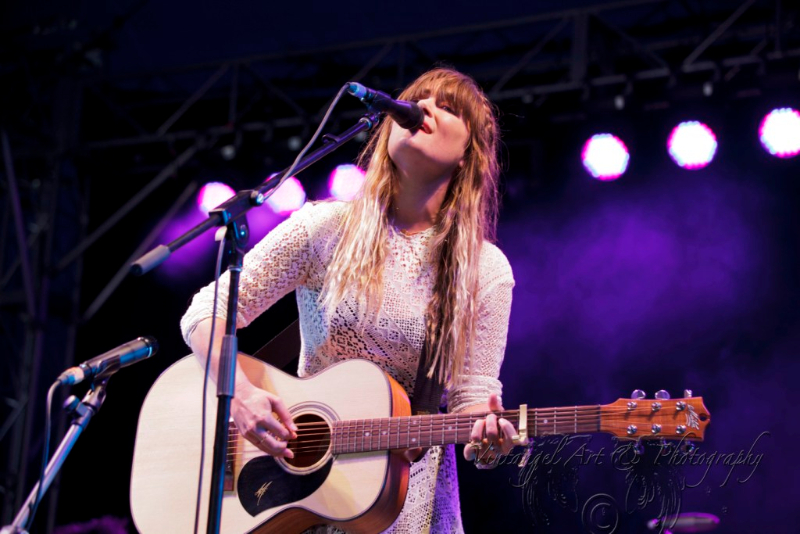 west-coast-blues-roots-day-one-julia-stone-by-maree-king-100-percent-rock-magazine-1