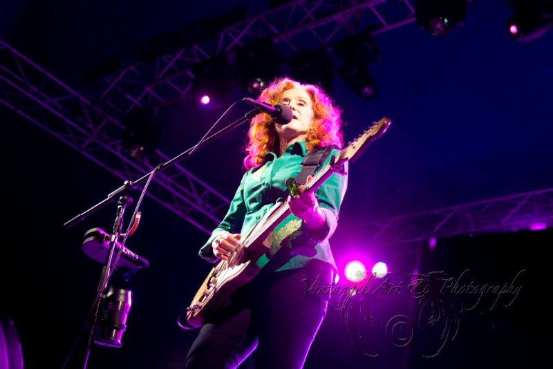 west-coast-blues-roots-day-two-bonnie-raitt-by-maree-king-100-percent-rock-magazine-8